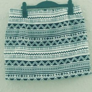 IN STYLE Collection Junior B&W Tribal Mini Skirt